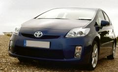 Toyota Prius at the seaside 3