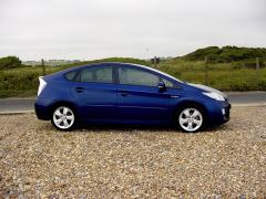 Toyota Prius at the seaside  7