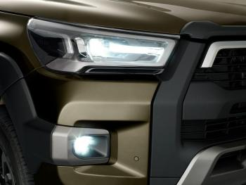 HILUX-detail-head-fog-lamp-1000x750.jpg