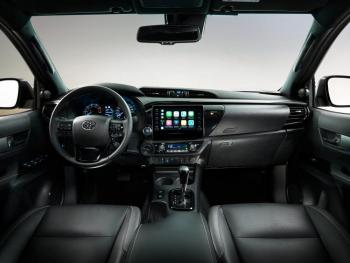 HILUX-interior-full-dash-1000x750.jpg